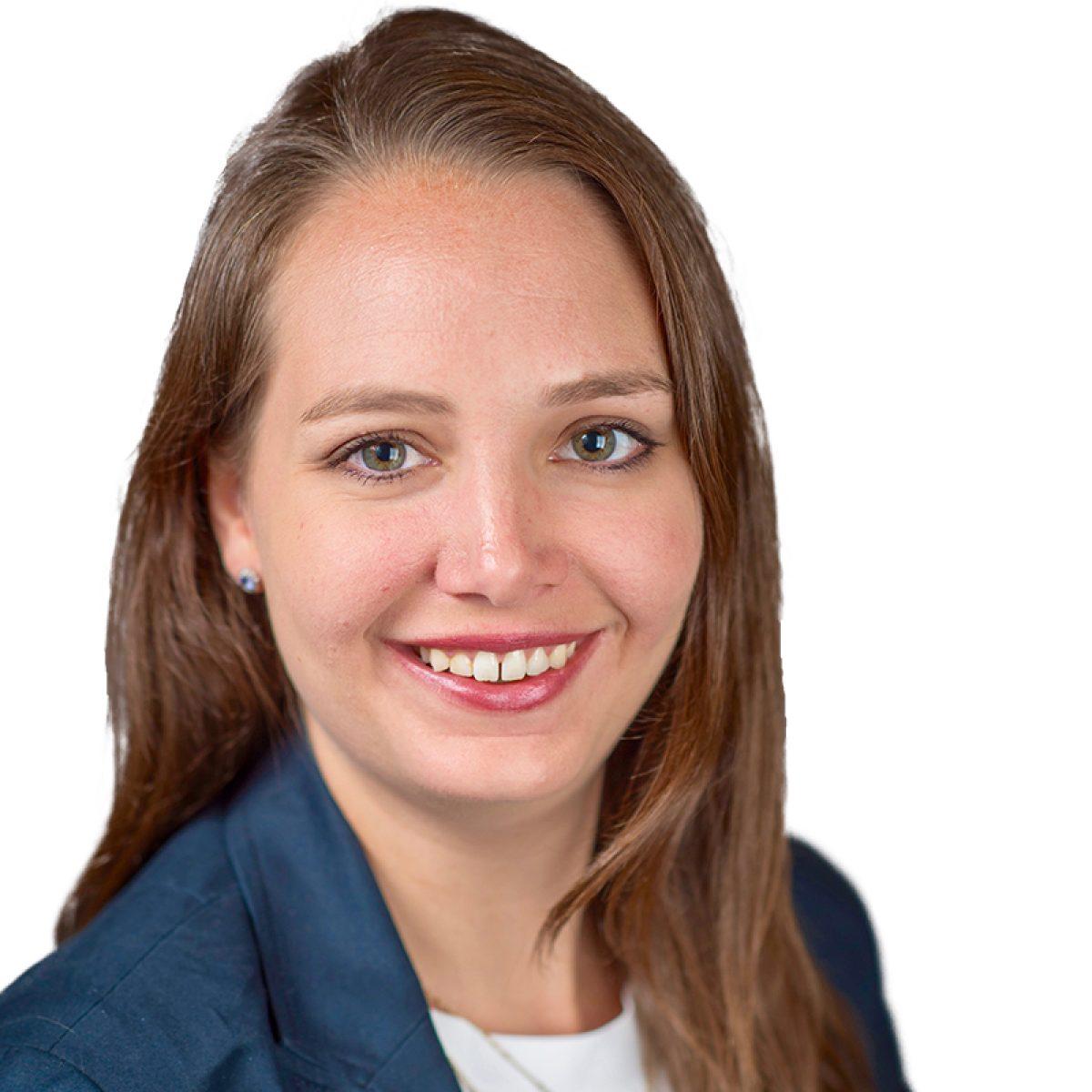 Anna-Kragie_Headshot-Web2